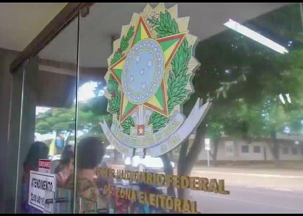 Left or right cartorio eleitoral