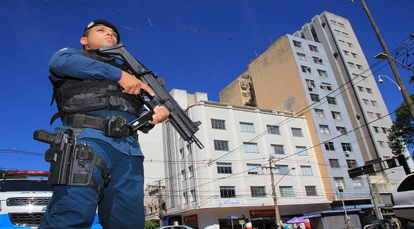 Left or right policiamento em campo grande foto edemir rodrigues destaque