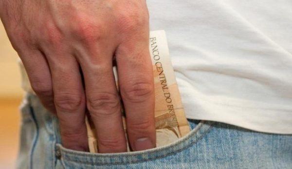 Left or right dinheiro foto marcos santos fotos publicas6 768x425 730x425 1